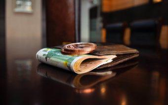 日給制や月給制の場合、最低賃金はどのように確認すべきか?