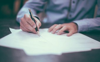 採用のとき、身元保証人は必要か?